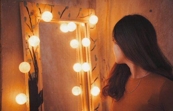 Køb et spejl med stikkontakt